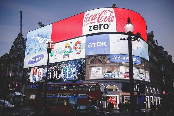 affissioni pubblicitarie elettroniche in strada